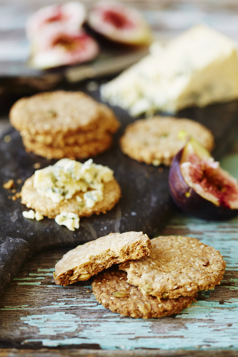 Seed and oat biscuits for cheese - auzure Canola Oil